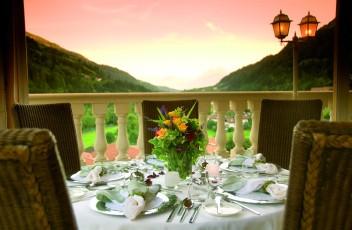 romantisches_abendessen_hotel_quellenhof