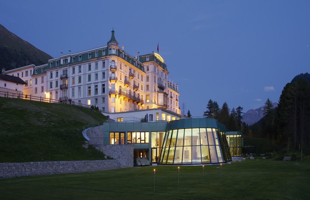 Grand Hotel Kronenhof_Aussenansicht Sommer bei Nacht