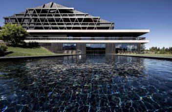 Hotel Pf├Âsl_naturaspa_Infinity Pool (c) Florian Andergassen (8)