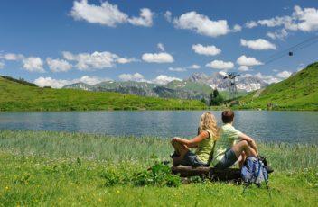Wanderer am Schlappoldsee am Fellhorn_(c) Tourismus Oberstdorf - Photographie Monschau