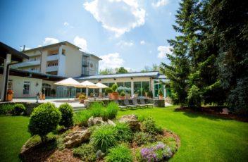 wunderschoener_gartenausblick_thermalhotel_quellenhof_0
